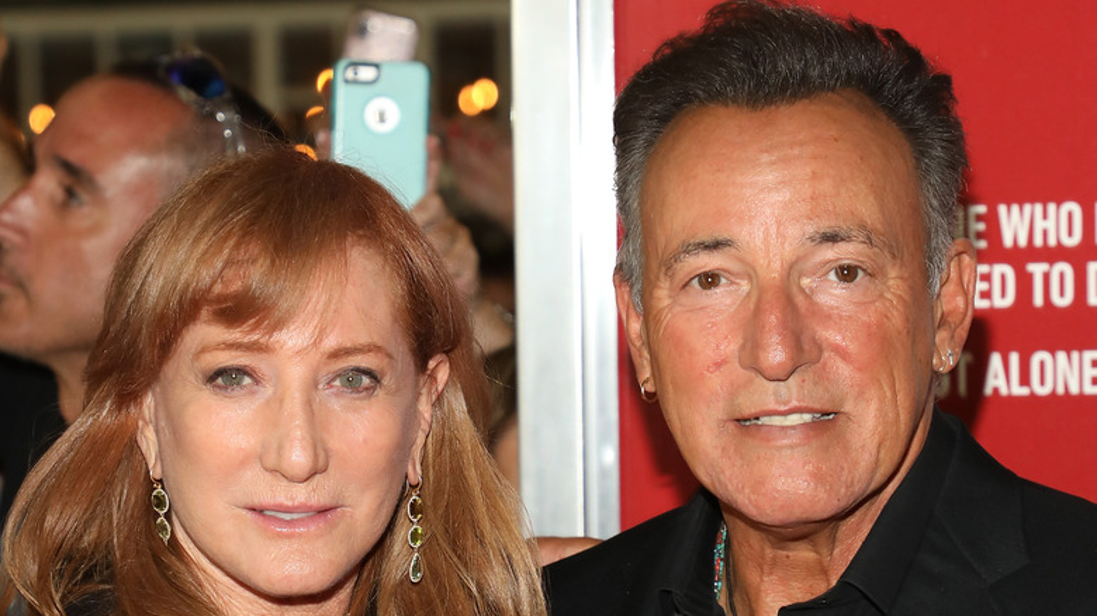 Patti Scialfa and Bruce Springsteen, close-up