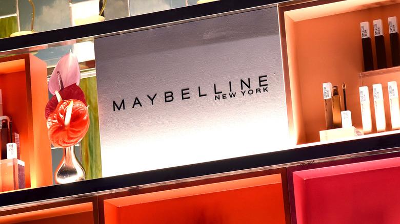Maybelline display