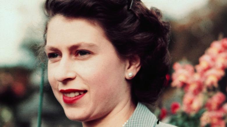 Queen Elizabeth meeting Londoners in 1977