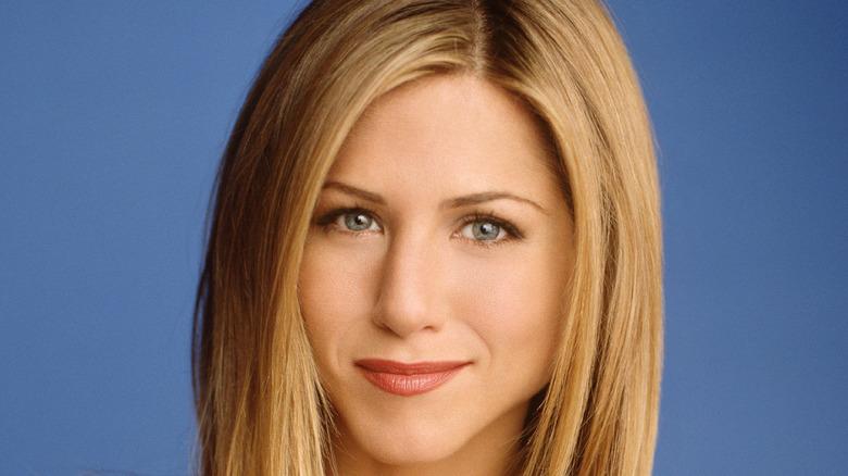 Jennifer Aniston posing as Rachel Green