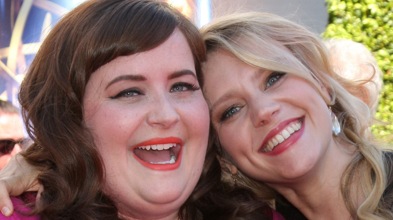 Aidy Bryant and Kate McKinnon posing together at the Emmys