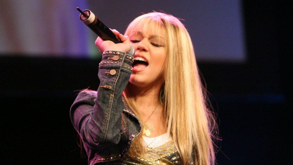 Hannah Montana singing