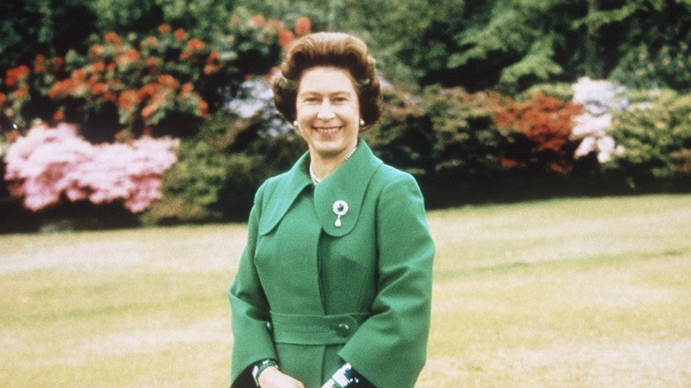 Queen Elizabeth when she was young, outside