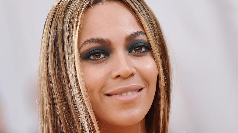 Beyoncé poses with black eyeshadow