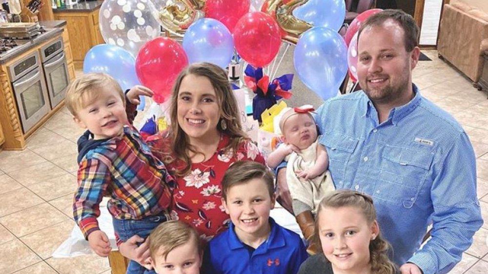 Josh and Anna Duggar and kids