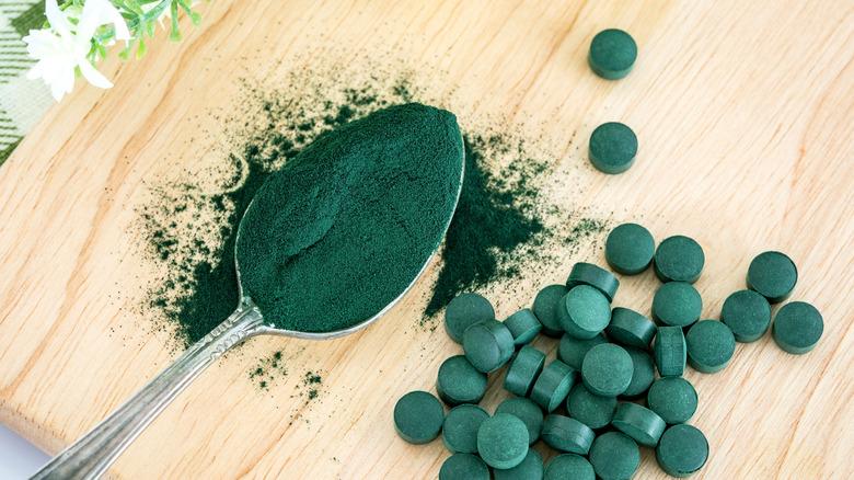 Close up of spirulina powder and tablets