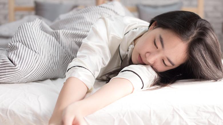 Woman asleep without a pillow