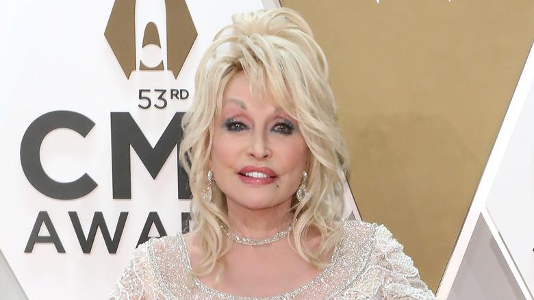 Dolly Parton at the 2019 CMAs