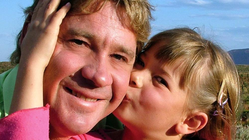 Young Bindi Irwin kissing her dad Steve Irwin