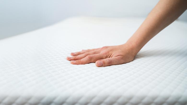 hand pushing mattress