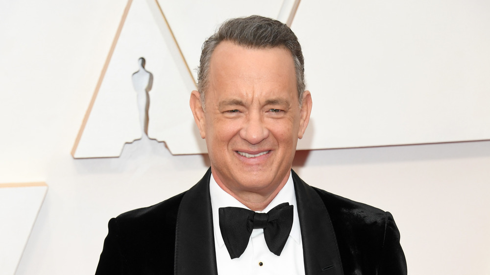 Tom Hanks wears a tux on the red carpet