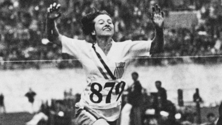 Betty Robinson winning gold in 1928