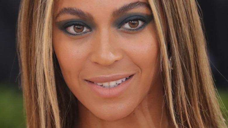 Beyoncé smiling on red carpet
