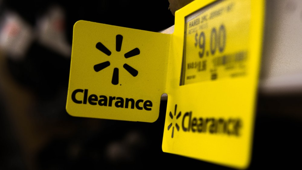 Walmart clearance sign
