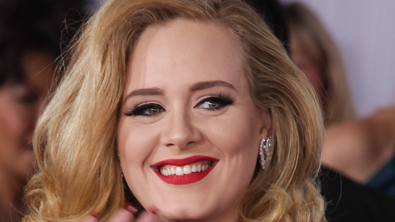 A made up smiling Adele on the red carpet