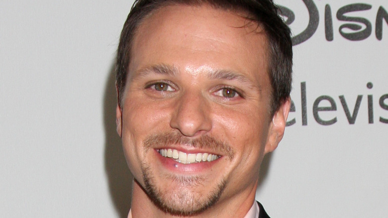 Drew Lachey smiling on red carpet