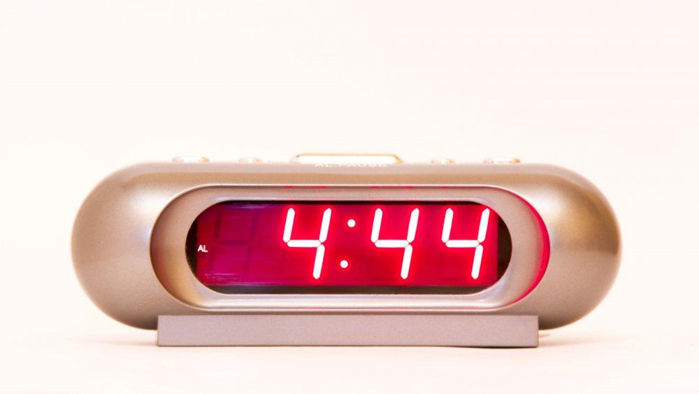 Clock showing 4:44