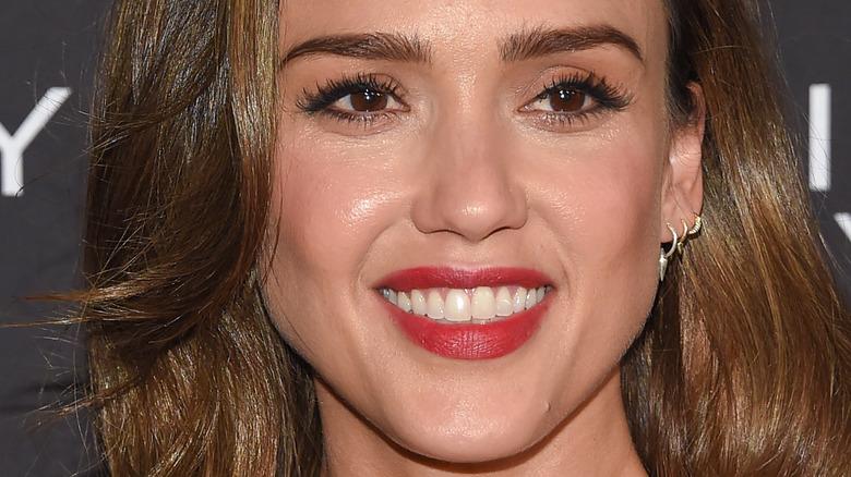 Jessica Alba wearing makeup
