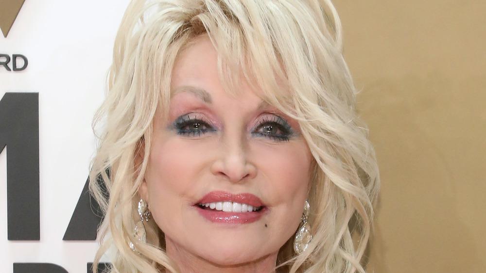 Dolly Parton smiling at award show