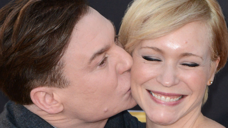 Mike Myers kissing Kelly Tisdale