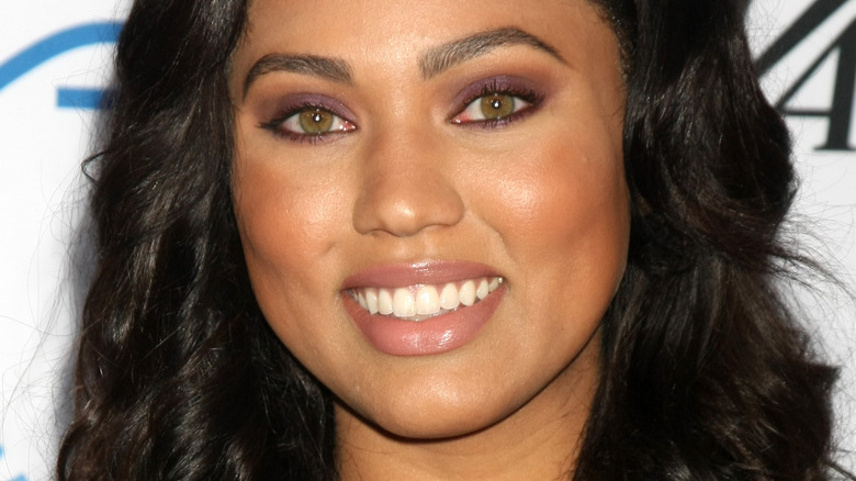 Ayesha Curry posing for cameras