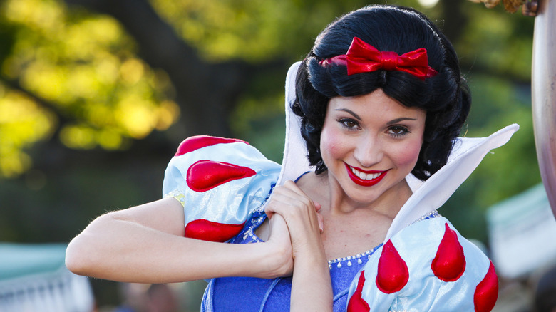 Cast member portraying Snow WHite