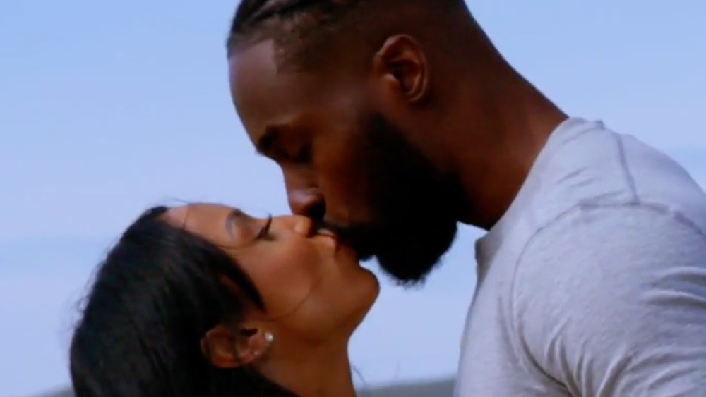 Javen and Shari of Temptation Island kissing