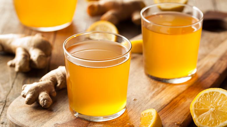 glasses of kombucha tea