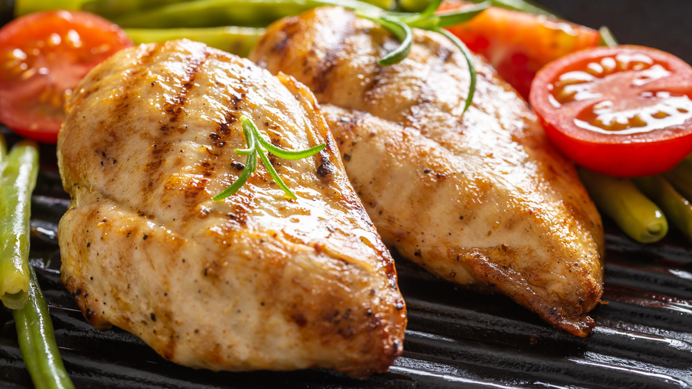 Grilled chicken breasts with veggies