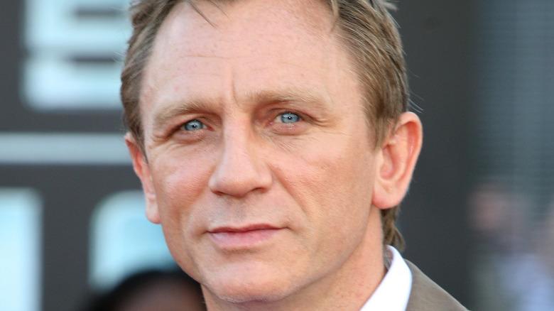Daniel Craig posing