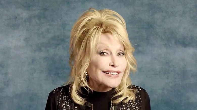 Dolly Parton accepting award