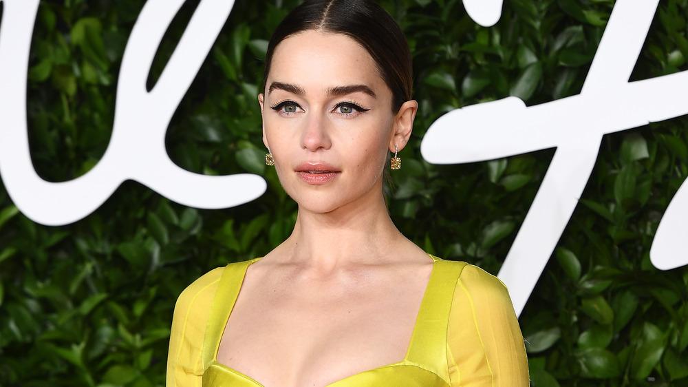 Emilia Clarke posing at event