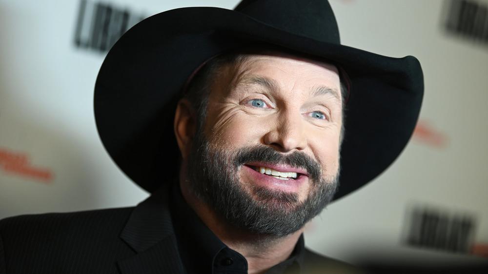 Garth Brooks smiling in cowboy hat