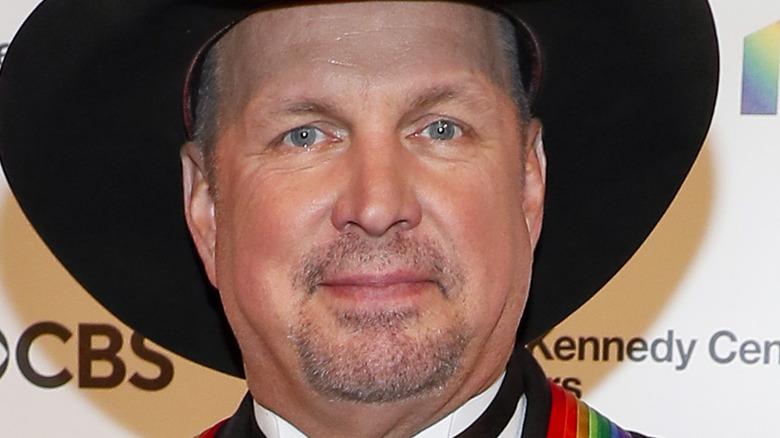 Garth Brooks in black cowboy hat