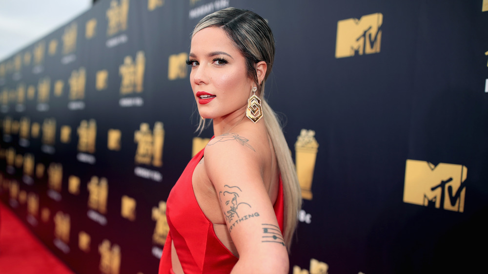 Halsey poses on the red carpet