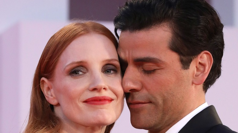 Jessica Chastain and Oscar Isaac close together