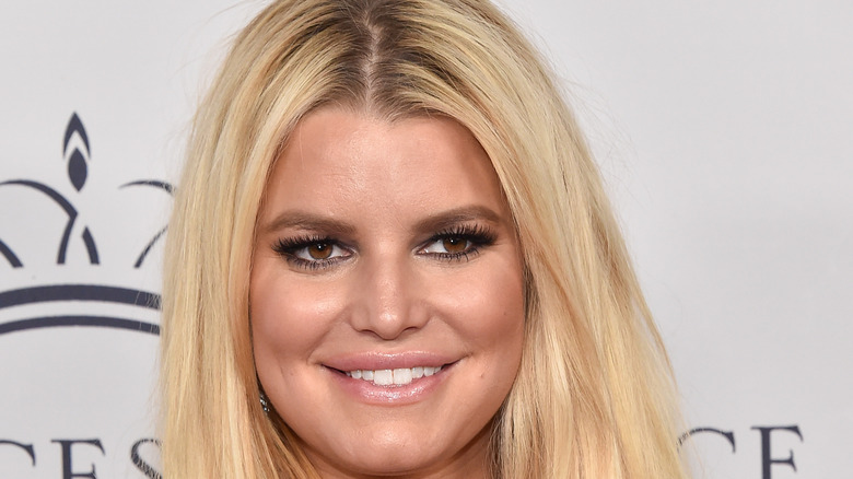 Jessica Simpson smiling with natural makeup
