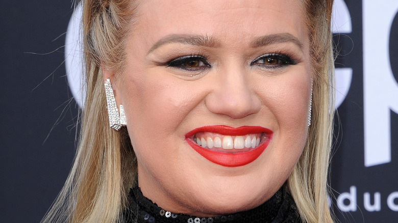 Kelly Clarkson at event