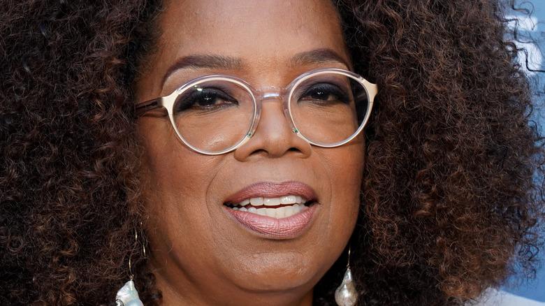 Oprah Winfrey posing at event