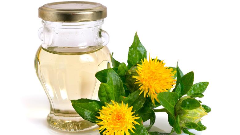 Safflower oil with safflowers