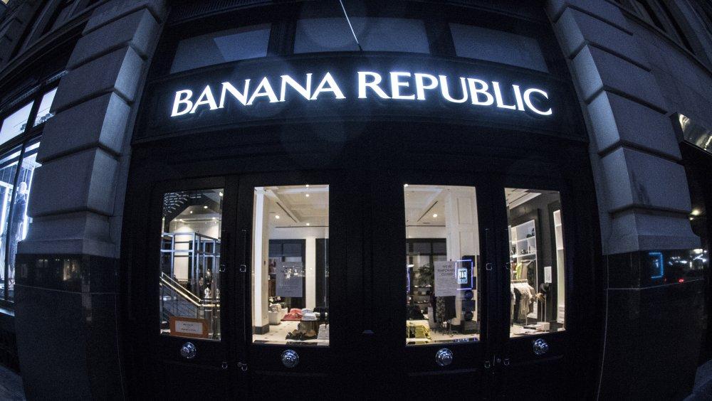 Outside view of Banana Republic