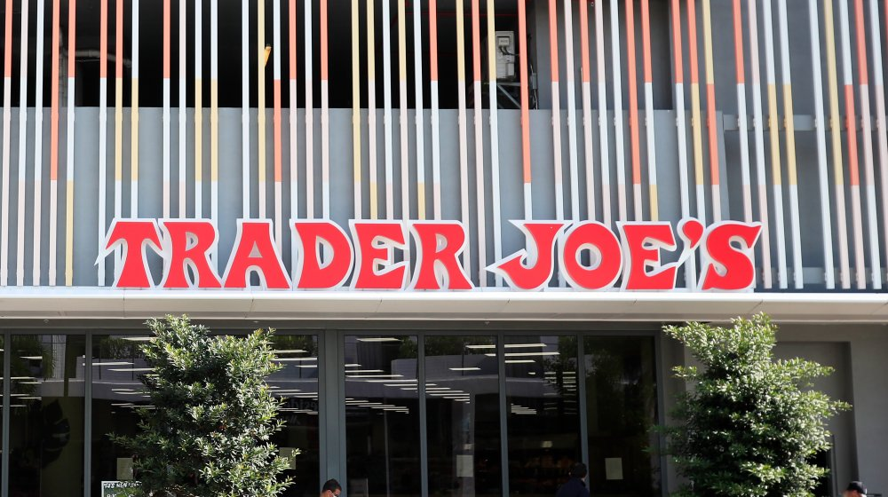 outside view of Trader Joes